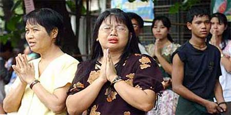 praying-burmese.jpg